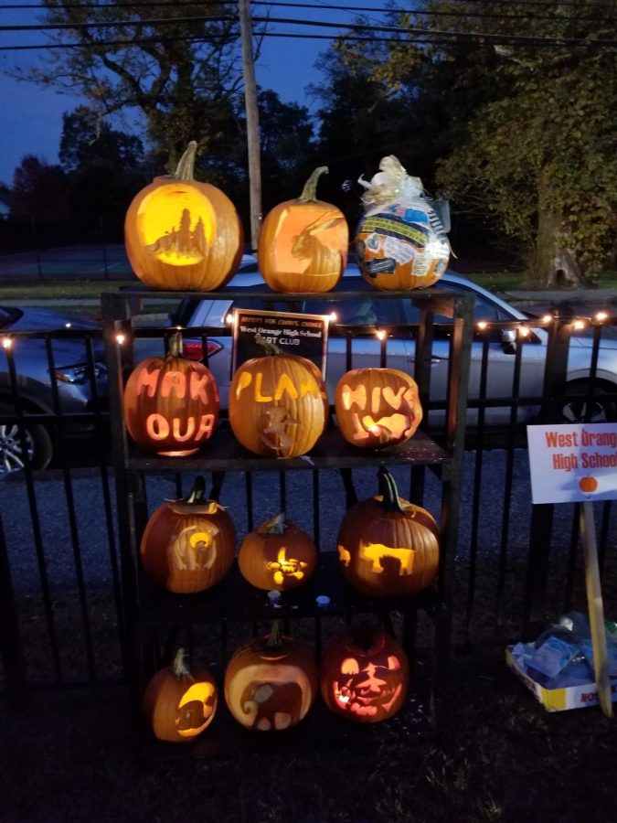 WOHS Art Club Joins the Garden Aglow Pumpkin Exhibition