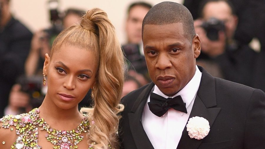 Beyonce+and+Jay-Z+draw+criticism+by+sitting+during+the+national+Anthem